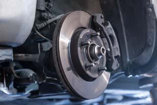 Falta de manutenção nos veículos é uma das principais causas de acidentes no Brasil.